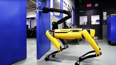 Boston Dynamics научила своих робособак открывать дверь (ВИДЕО)